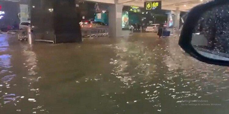 Bengaluru heavy rain airport